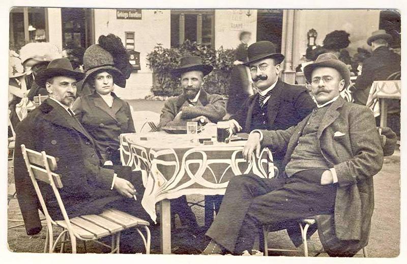 De la stânga spre dreapta: George Coșbuc, Elena Vaida-Voievod, dr. Ciuta, Alexandru Vaida-Voievod și I. L. Caragiale, în 1911
