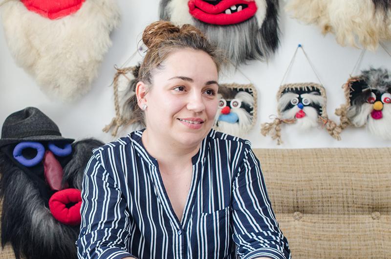 """Mirabela Busuioc, o româncă inspirată: """"Nu m-a învățat nimeni, nu mi-a explicat nimeni cum să fac. Ci pur și simplu am făcut o mască și, de la acea una, mai multe"""""""