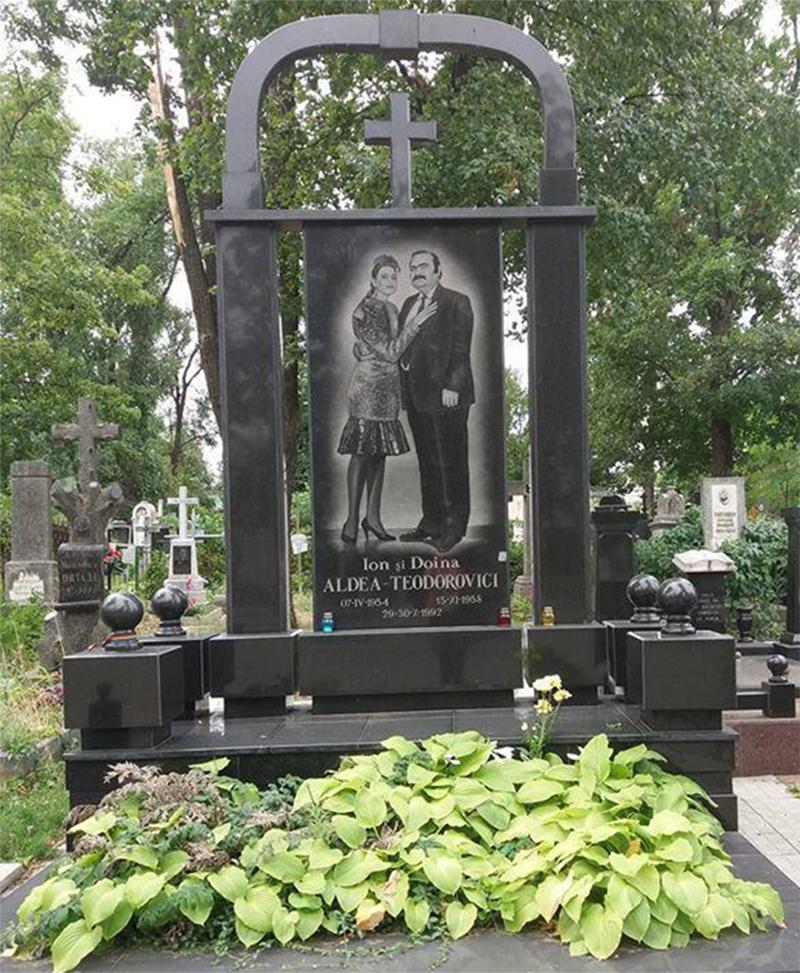 Mormântul celor două inimi gemene în dragoste, cânt şi poezie, marii români basarabeni Ion şi Doina Aldea-Teodorovici
