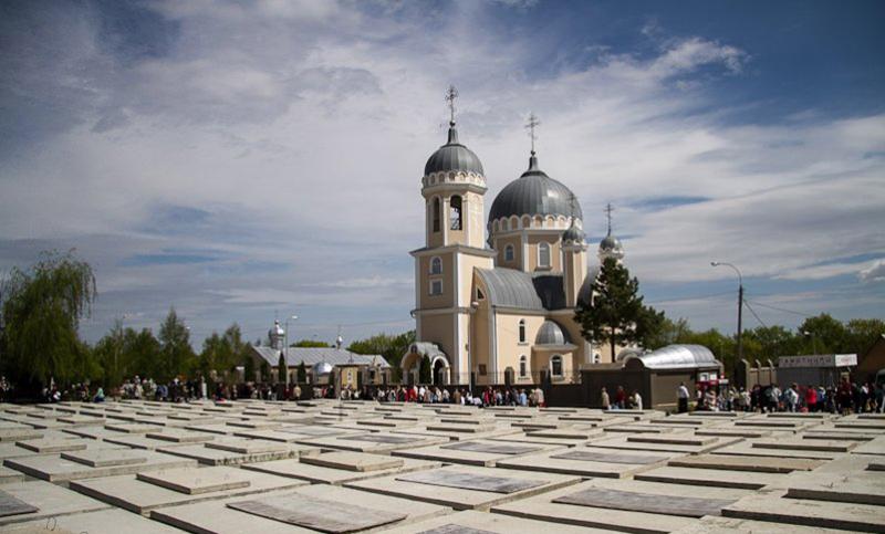 """Cimitirul Doina din Chișinău, un """"veritabil oraş al umbrelor"""""""