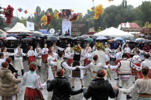 tradiţii de toamnă sărbătoare Ziua Vinului în Basarabia foto interior 2