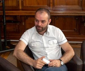 Lucian Dindirică, omul care aduce Biblioteca Aman mai aproape de inimile cititorilor de toate vârstele