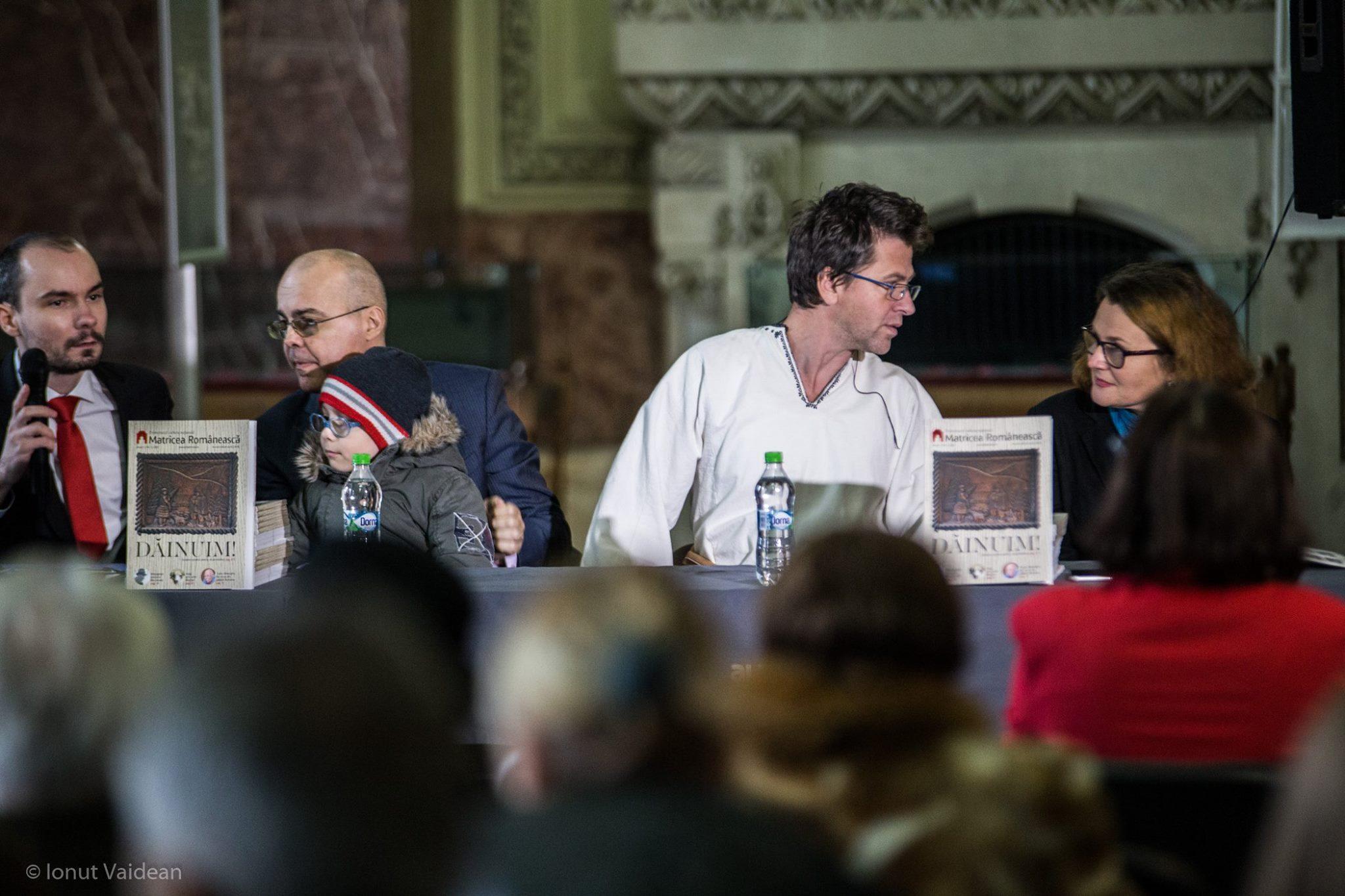 Lansarea Revistei Matricea Românească - masa prezidiului