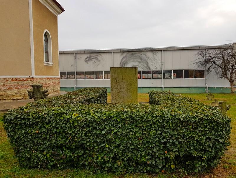 Lucian Blaga mormânt Lancrăm sală de sport şi peste ea veşnicia interior
