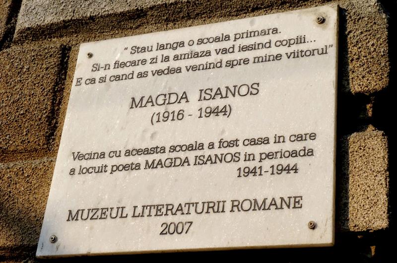Placă comemorativă pe casa unde au locuit Magda Isanos și Eusebiu Camilar