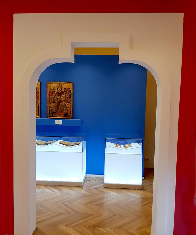 Portal moldovenesc în formă de matrice, similar simbolului proiectului Matricea Românească