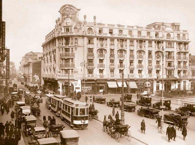 """Hotelul """"Athenée Palace"""", unul dintre decorurile folosite în 1924, pentru primul film românesc de autor, regizat de către Jean Georgescu"""
