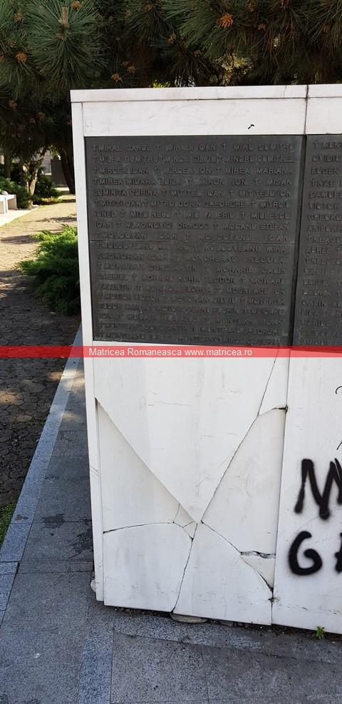 eroi Revoluţie Bucureşti profanare Memorialul Renaşterii (16)