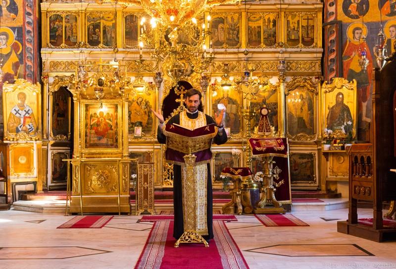 părintele Marcel Stavără Biserica Icoanei pentru copii despre Facebook şi prieteni interior