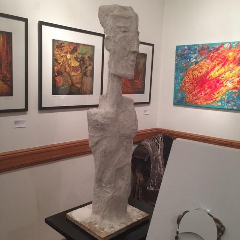 """Sculptura """"Untitled"""" (Fără titlu) a medicului Emil Silberman, expusă la unul dintre vernisaje"""