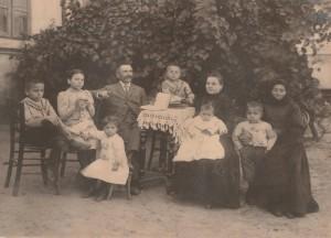 Familia învăţătorului Radu Bocioacă, remarcabil luminător al satului românesc din generaţia care a făcut Marea Unire