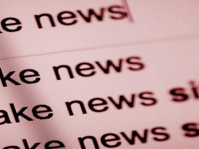 recenzie de lansare de carte satiră despre ştirile false fake news şi homo digitalus slider