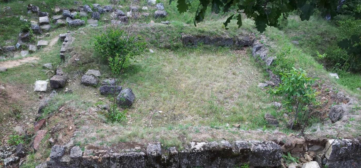 O parte din ce se poate astăzi vedea la Cetatea Căpâlna. Sursa: patrimoniu.ro