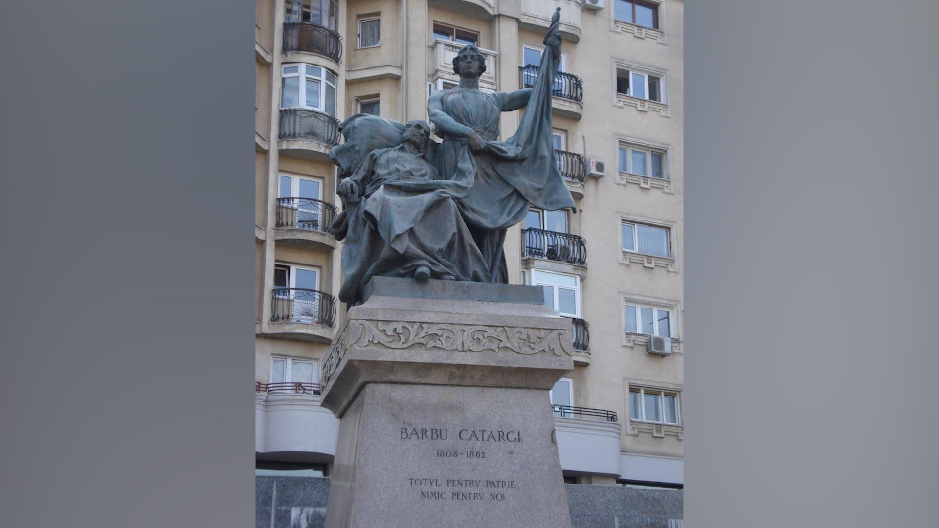 În Piața Unirii a fost ridicat un grup statuar în amintirea asasinării lui Barbu Catargiu
