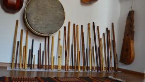 Instrumente vechi. Credit foto: Facebook - Trei parale