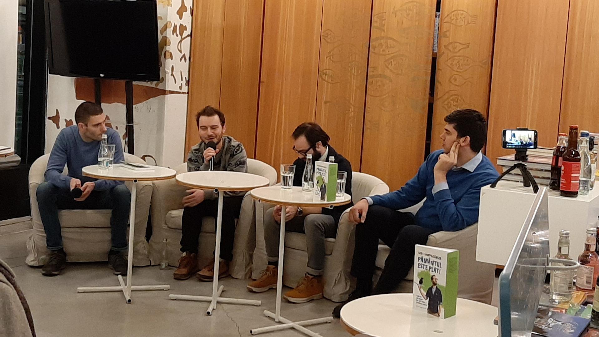 Instantaneu de la lansarea cărții, la Humanitas Cișmigiu