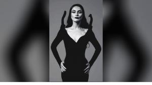 În rolul Morticiei din Famila Addams