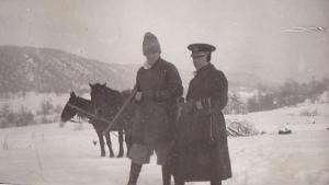 Vasile Stoica (stânga) la vânătoare, Avrig, anul 1939