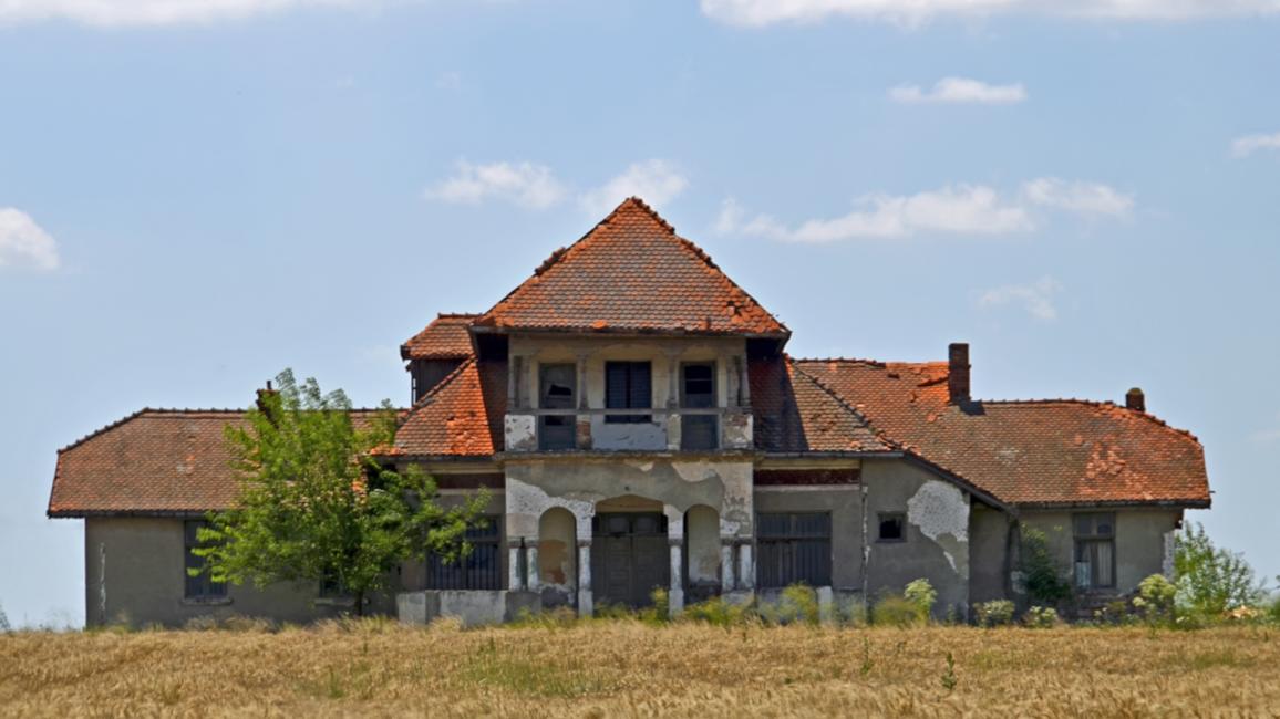Conacul din Făcăeni unde a locuit Aurelian Bentoiu, azi în stare avansată de degradare