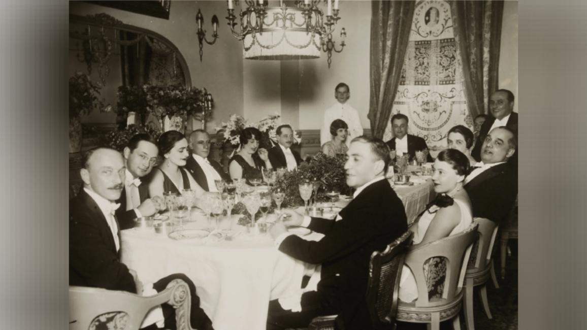 Caius Brediceanu (al dreilea din dreapta) participând la dineul dat în cinstea celor 10 ani de existență a României reântregite Credit fotot: colecție MNB